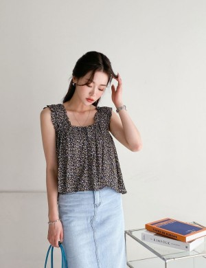 Ditsy Floral Sleeveless Blouse