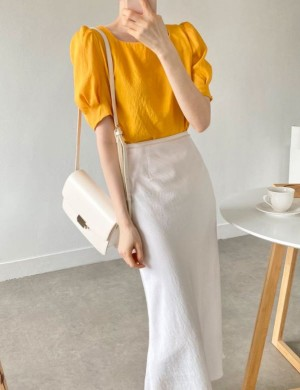 Square neck cool puff blouse