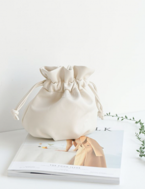 Pouch me bucket bag